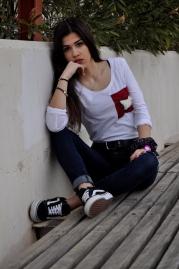 Camiseta blanca algodón manga larga con bolsillo de PimpiPelito cosido a mano. 18€
